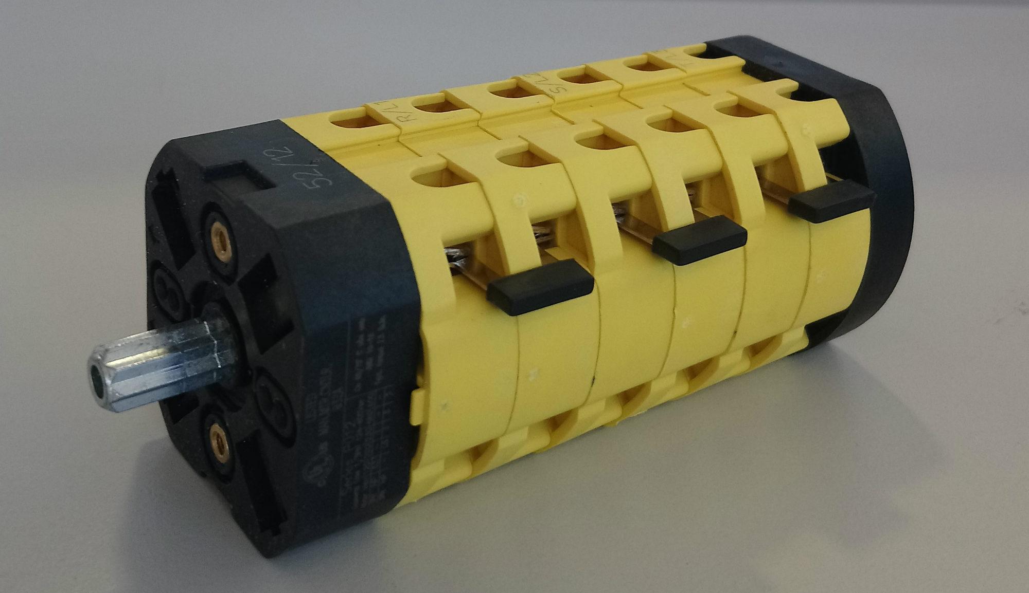 Sélecteur de groupe 4 voies + 0 (pour alimentation tri 400V)